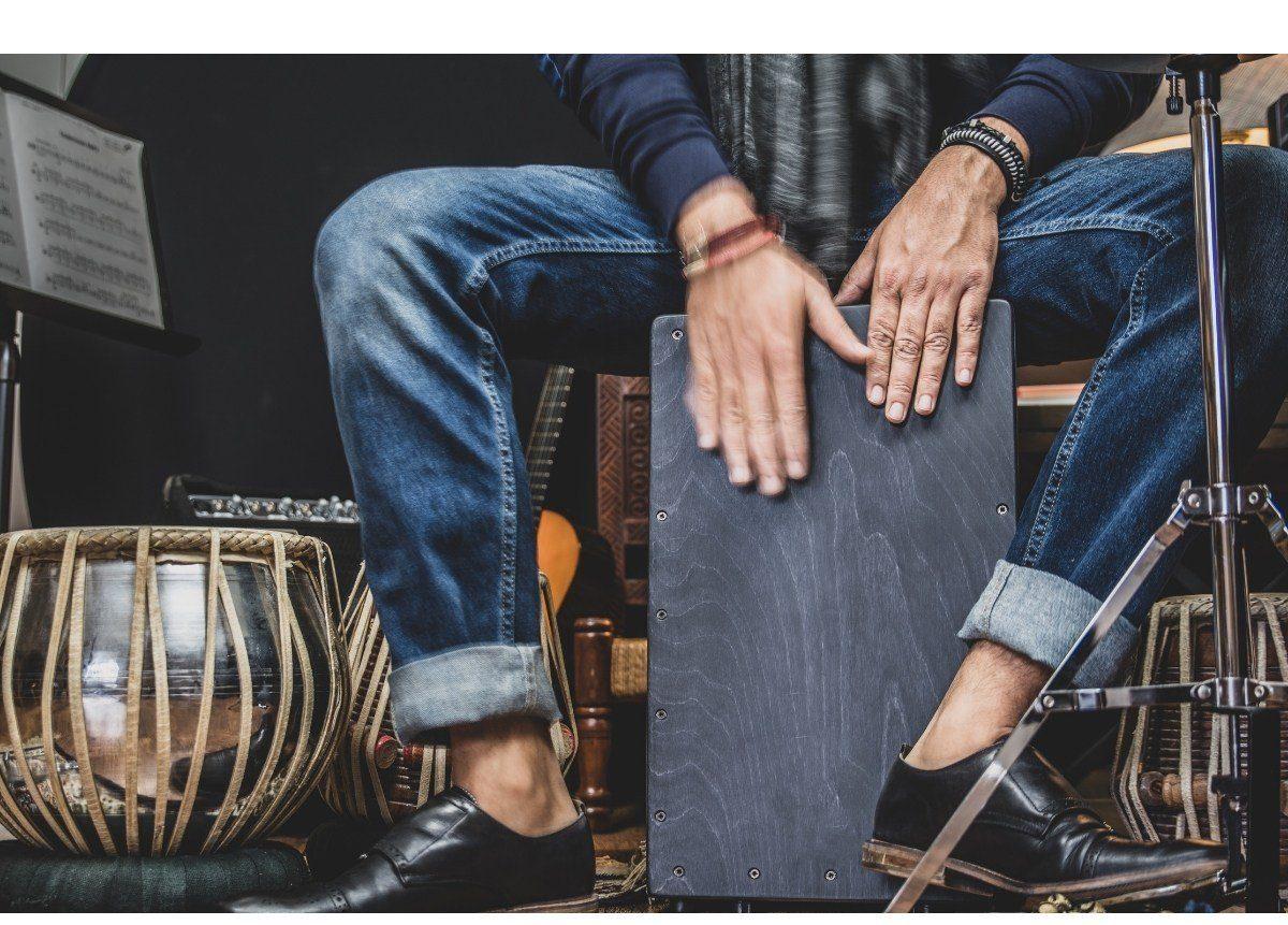 Foto portada como aprender a tocar el cajón flamenco
